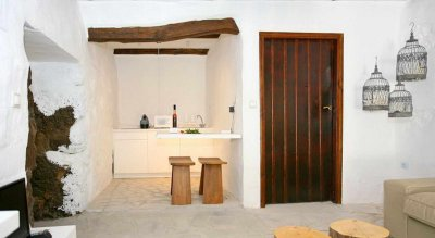 Deluxe apart with privat yard and Hot Tub up to 4 persons
