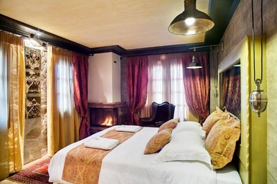 Deluxe Double Room with Fireplace & Mountain View