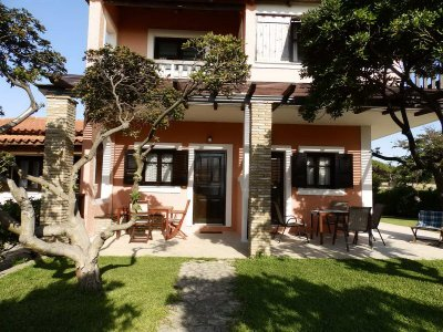 Furnished holiday apartments with private terrace facing the sea GENARI BEACH APARTMENTS