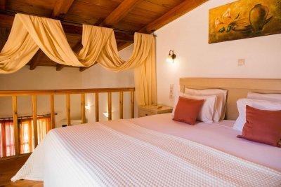 Gîtes en oliveraie avec piscine & taverne traditionnelle - ELEONAS ZAROS